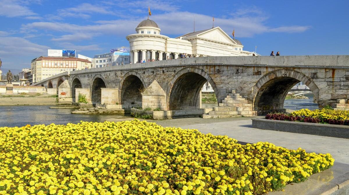 Makedonija, Skopje-Dušanov most simbol grada, putovanje autobusom