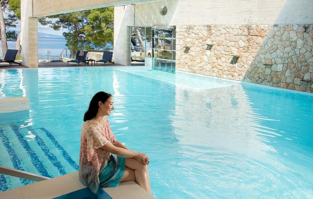 Vanjski bazen hotela Soline s pogledom na more, mondo travel
