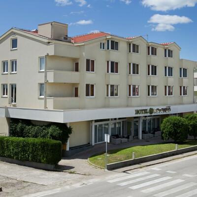 Seget Donji, hotel Rotondo