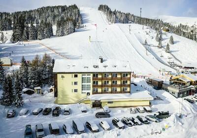 Hotel Lachtalhaus na ski stazi.