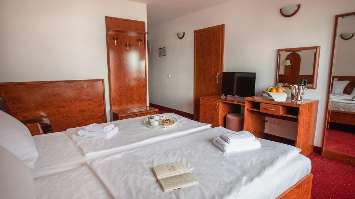 Crikvenica, Hotel Mediteran, park strana, balkon, novi dio
