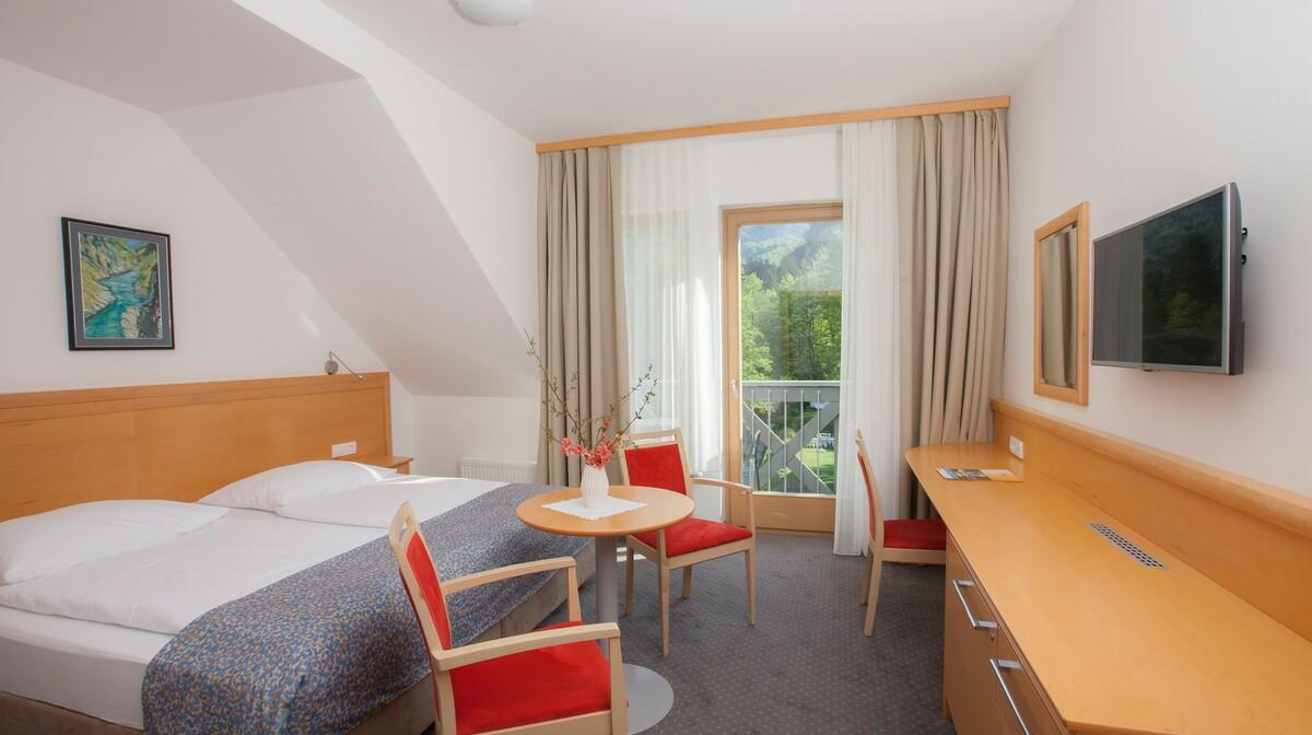 Skijanje i wellness u Sloveniji, Bohinj Hotel Jezero, dvokrevetna soba superior pogled na vrt