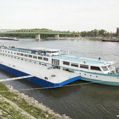 Brod MS Der Kleine Prinz, brod na vezu, ukrcaj putnika