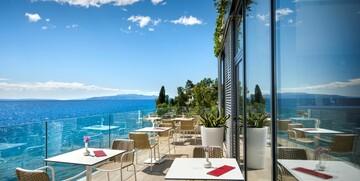 Terasa s pogledom na more u hotelu Istra.