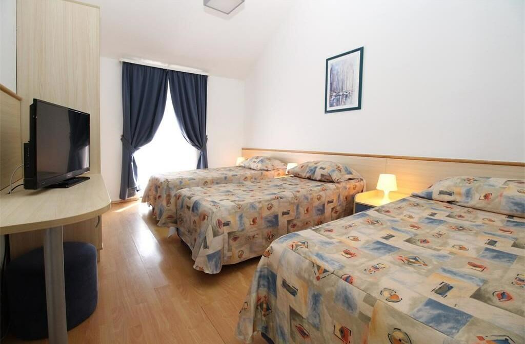 Apartmansko naselje Hostin, Tisno, balkon, soba