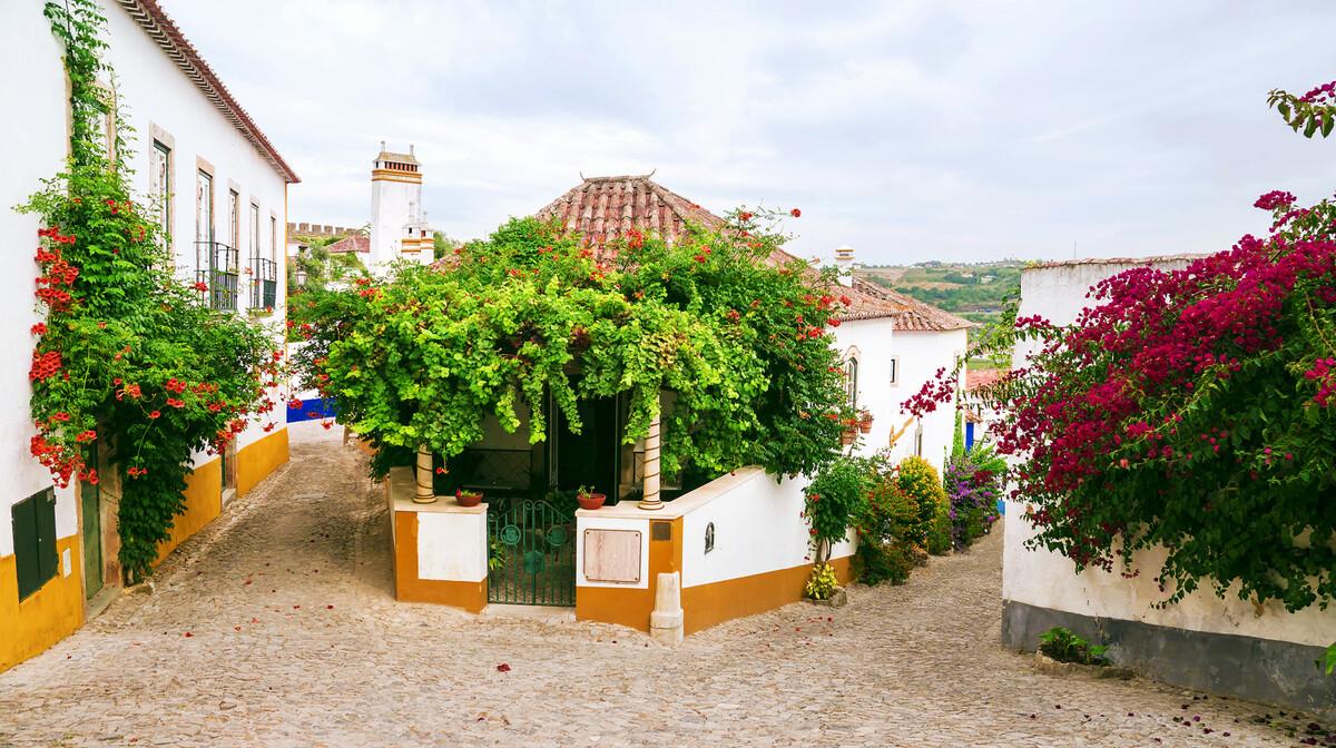 ulice Obidosa u cvijeću, putovanje Lisabon i mala portugalska tura