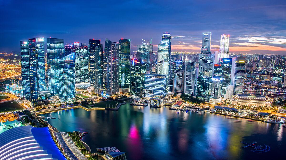 Singapore downtown uz noćno osvjetljene, putovanje Singapur, daleka putovanja
