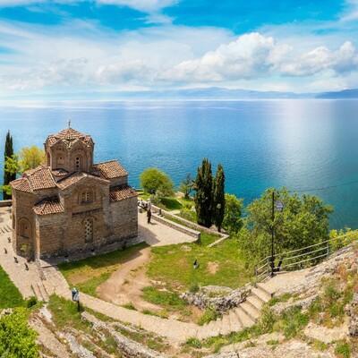 Manastirski kompleks Sv. Naum u stijenama Ohridskog jezera