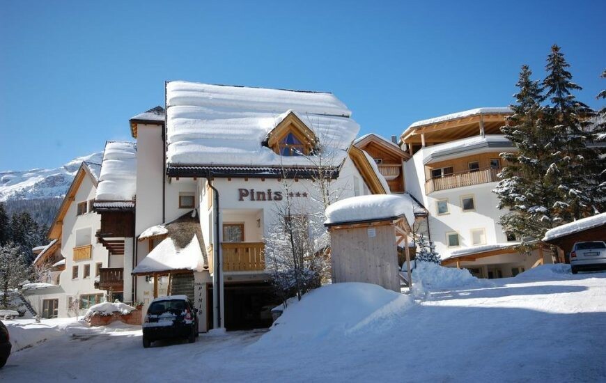 Skijanje u Italiji, Alta Badia, Apartmani Chalet Pinis, pogled izvana