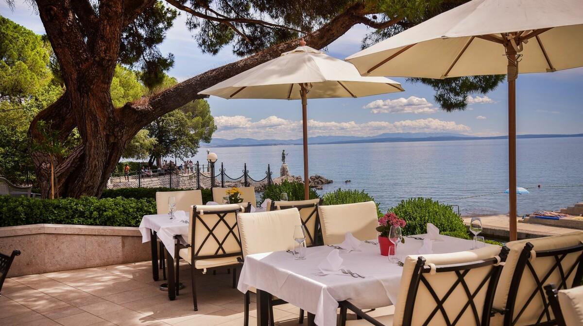 Hrvatska, ljeto, Opatija, hotel Milenij, terasa sa pogledom