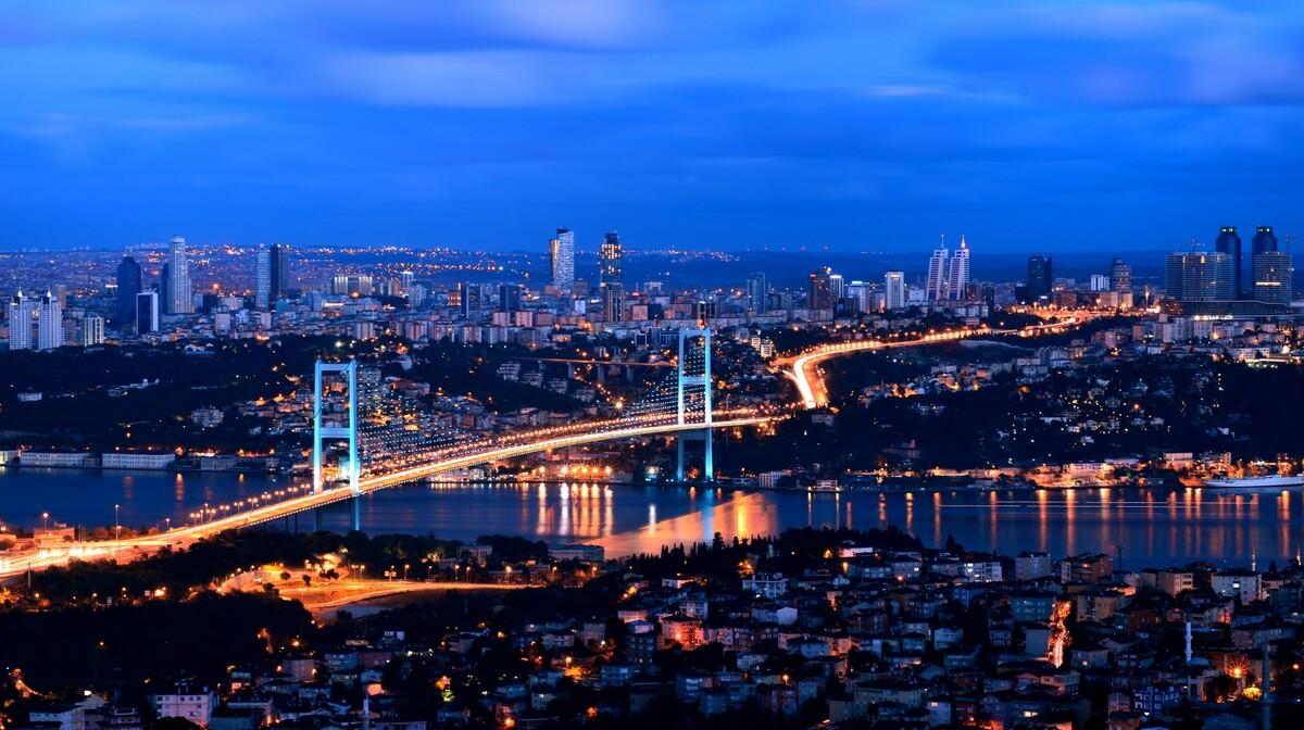 Istanbul noćna panorama, putovanje zrakoplovom