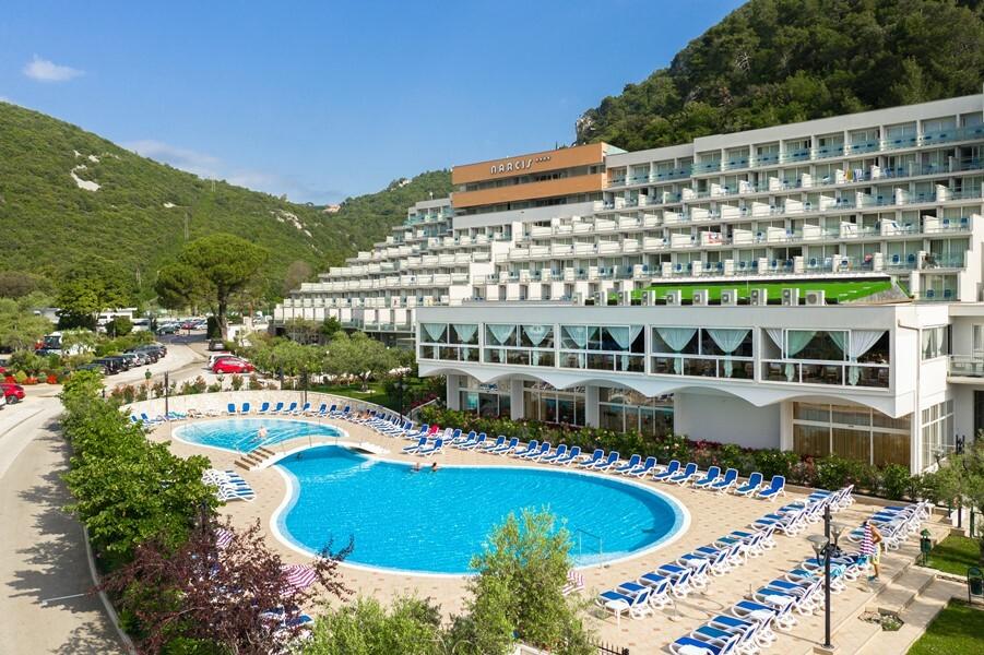 Vanjski bazen hotela Narcis, mondo travel