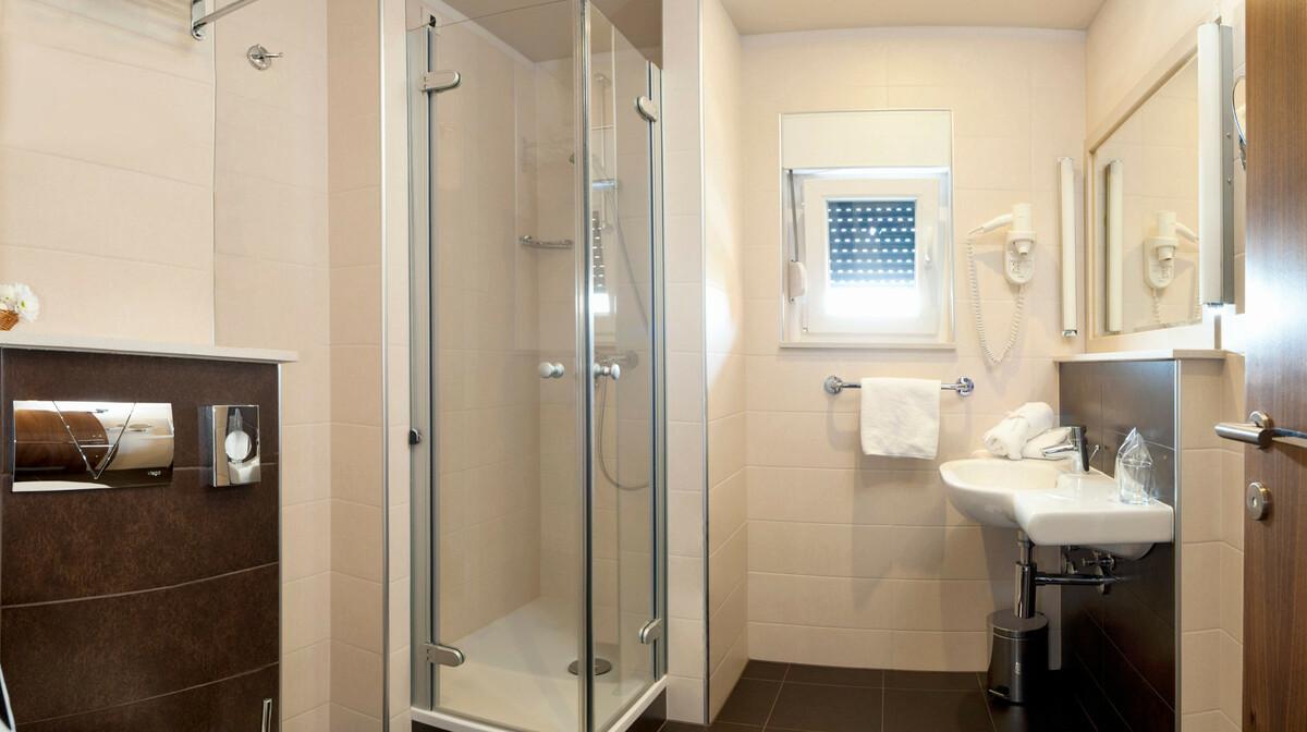 Omiš, Hotel Plaža, kupaonica