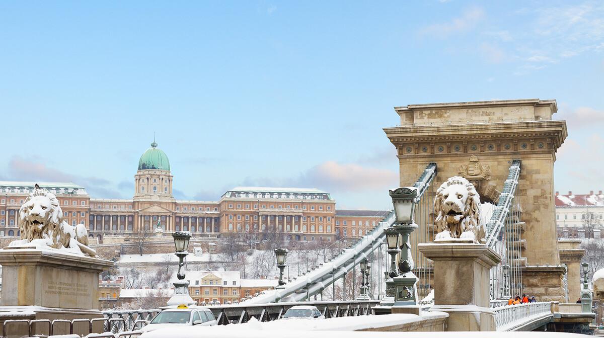 Lančani most u zimi, putovanje u Budimpeštu autobusom, garantirani polazak