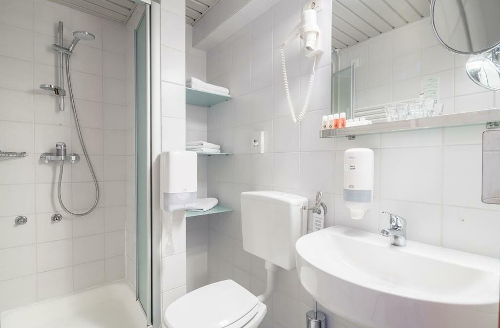 Slovenija, Skijanje Best Western hotel Kranjska Gora, kupaonica u standard sobi