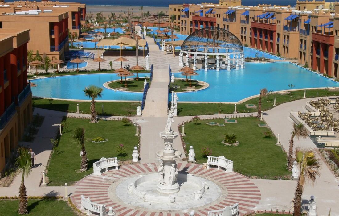 Egipat ljetovanje, Hurghada, Hotel Titanic Palace, bazeni