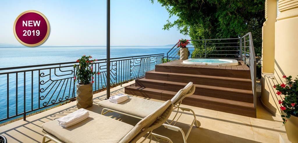 Vanjski jacuzzi s pogledom na more u hotelu Ambasador, Opatija.