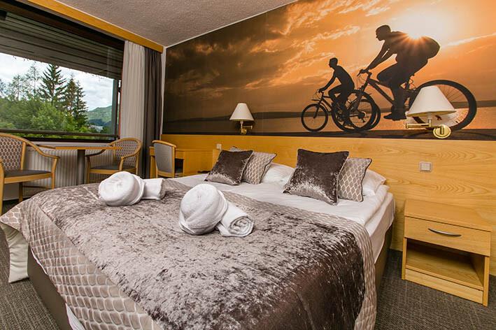 Skijanje i wellness u Sloveniji, Bled, Hotel Kompas, spavaća soba sa temom