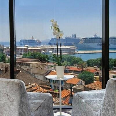 Split, Hotel Luxe, pogled na luku