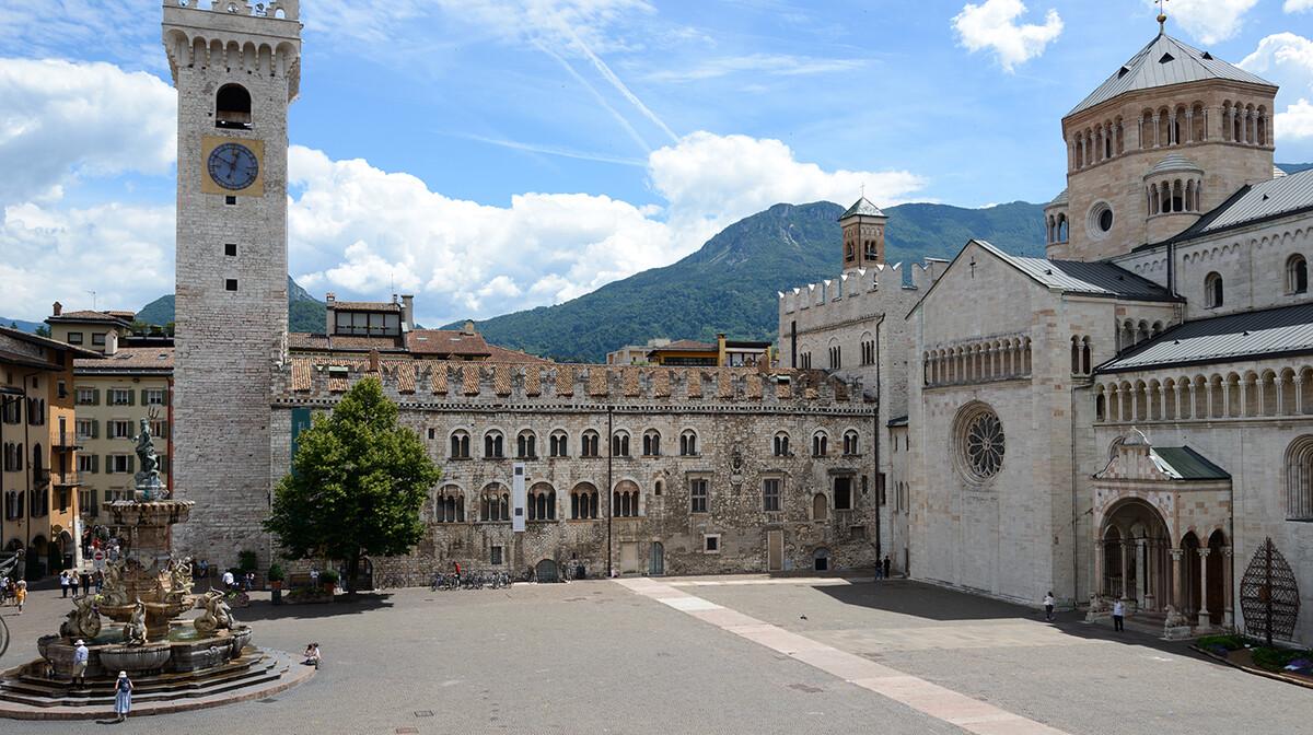 Piazza Duomo, Trento, mondo travel , putovanje Dolomiti i planinska bajka