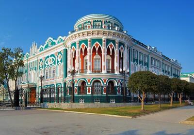 zgrada u neogotičkom stilu, Putovanje Rusija