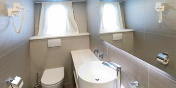 Krstarenje Jadranom luksuznim brodom Freedom - kabina / kupaonica