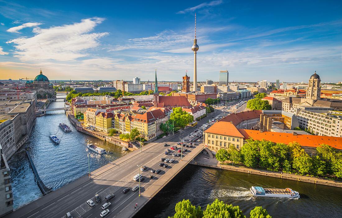 Berlin, prekrasan pogled na grad, putovanje autobusom, Mondo travel