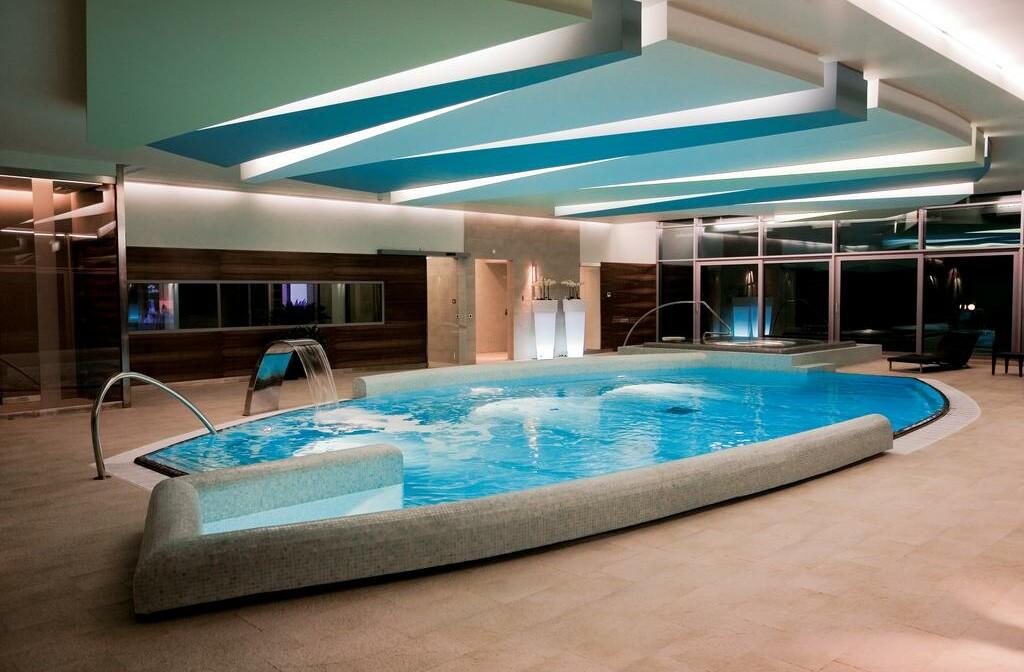 Otok Brač, Bol, Bluesun hotel Elaphusa, unutarnji bazen