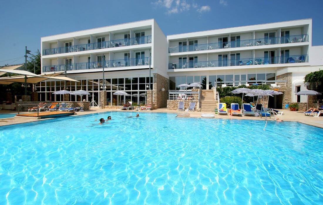 Otok Brač, Bol, Bluesun hotel Borak, vanjski bazen