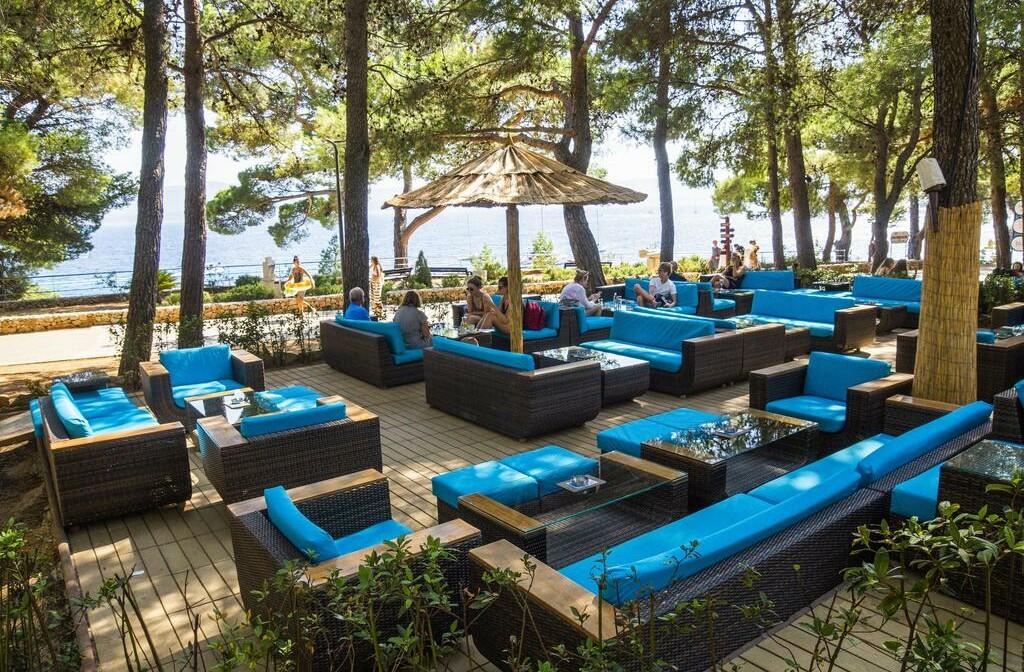 Otok Brač, Bol, Bluesun hotel Elaphusa, vanjska terasa