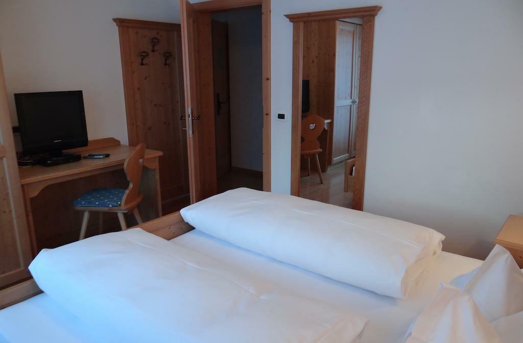 Skijanje u Italiji, Alta Badia, San Leonardo, Apartman Chalet Maria, primjer spavaće sobe