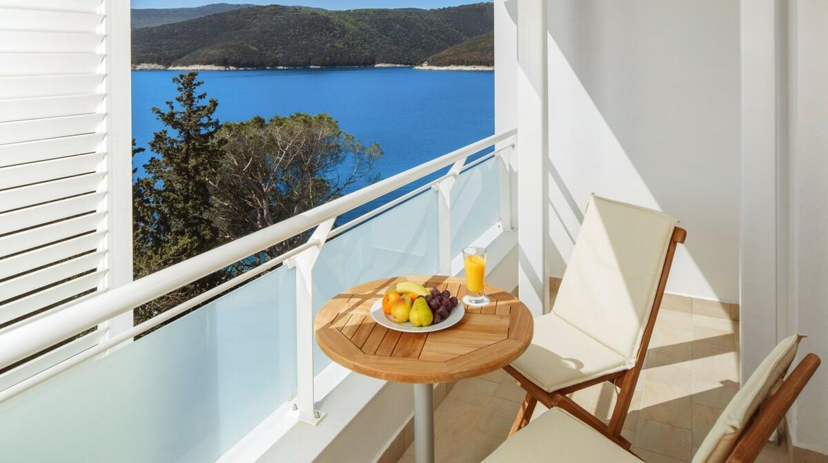 Balkon hotela Sanfior Casa u Rapcu s pogledom na more, mondo travel