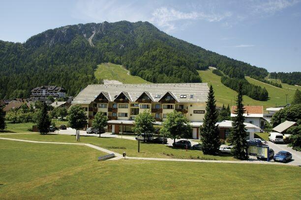 Slovenija, ljeto, Kranjska Gora, Apartman Vitranc, ljetna panorama, izgled apartmana izvana