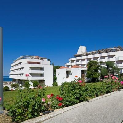 Gradanc, Hotel Laguna
