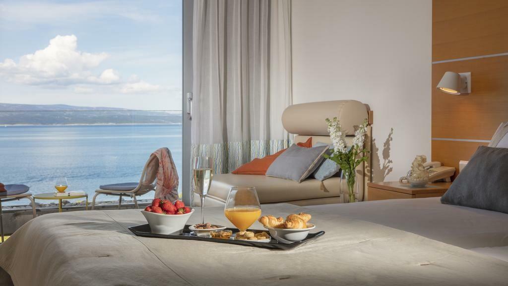 Dvokrevetna soba s pogledom na more, modno travel