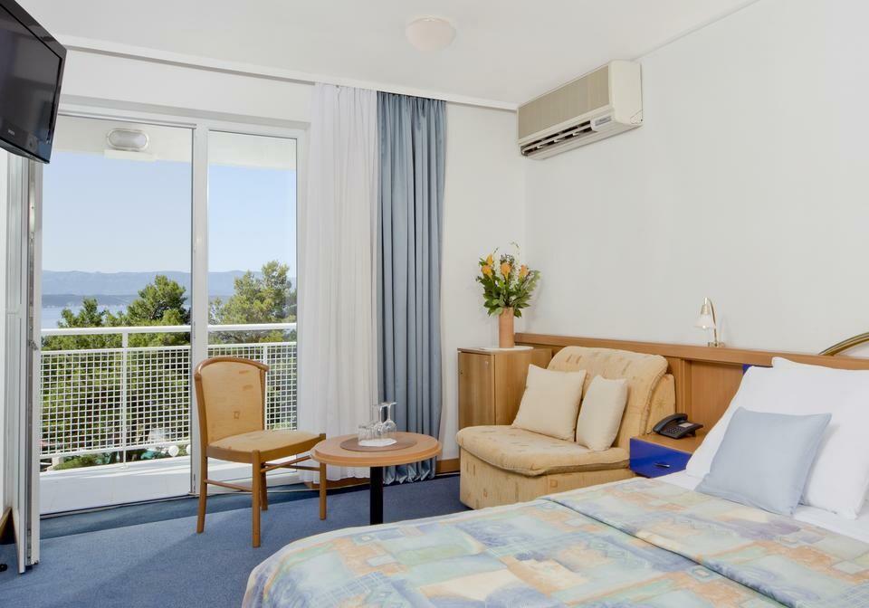 Otok Brač, Bol, Bluesun hotel Borak, dvokrevetna soba pogled more