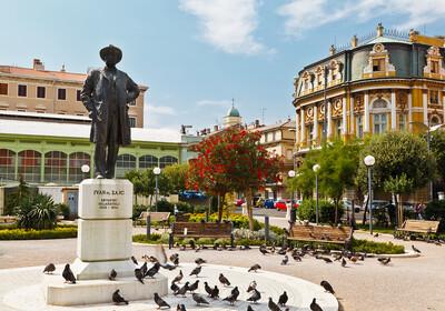 Kazališni trg i spomenik Ivanu Zajcu u Rijeci, putovanje Jadran, Hrvatska, Mondo travel