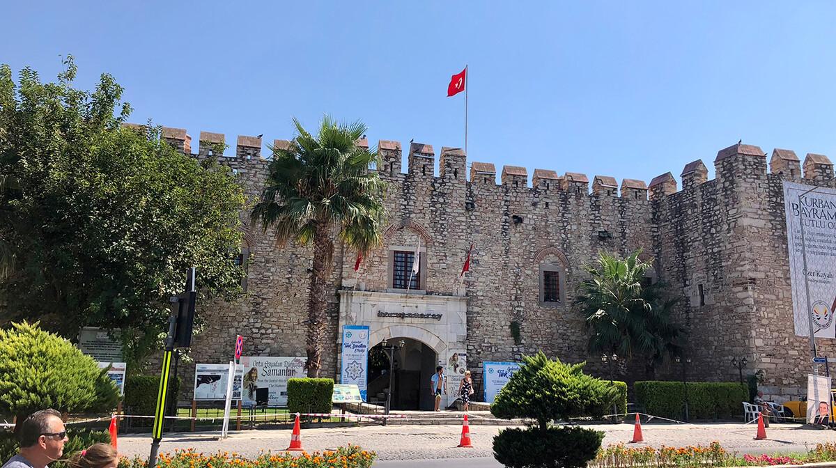 Zidine starog grada u Kusadasiju, putovanje Turska tura, krstarenje Turska